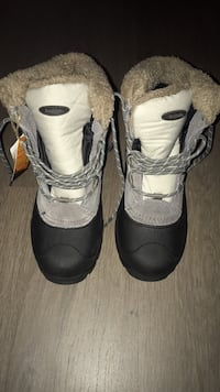 New Snow Boots Size 8 Burnaby, V5H 0C3