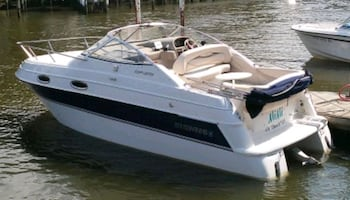 Four Winns cabin cruiser with new engine