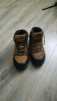 Green patch Safety Shoes like new.  Guelph, N1L
