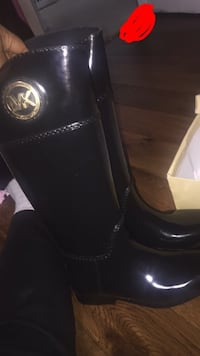 MK high rain boots Size 8 BRAND NEW NEVER WORN they are real I have the box but it is beat up I need them gone Windsor, 06095