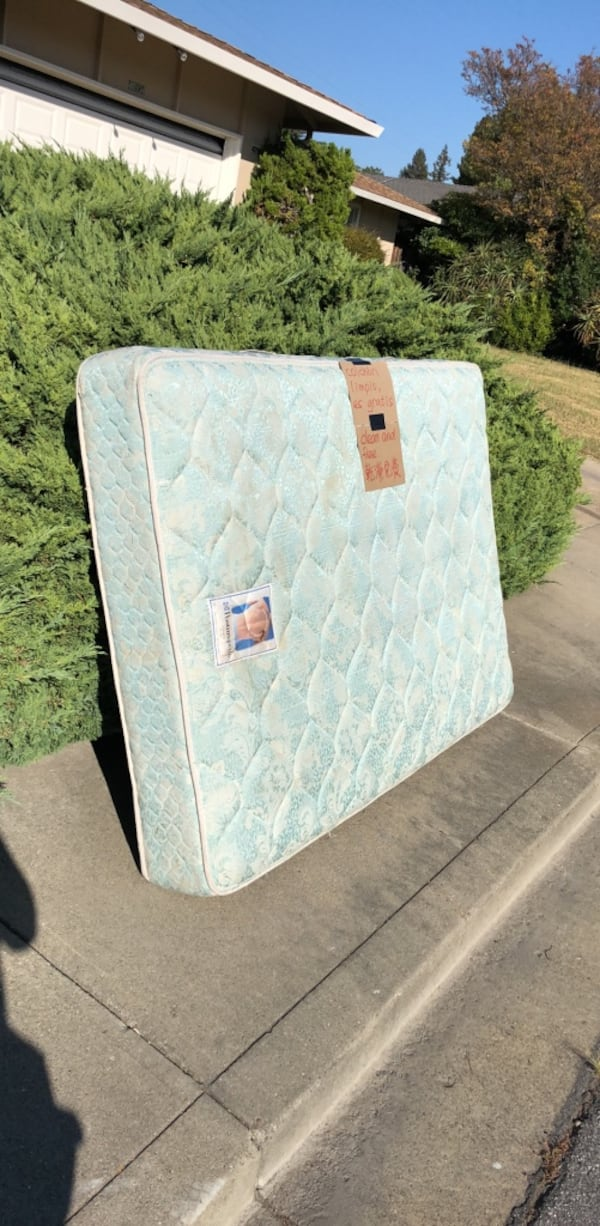 Mattress full size 11e38375-b333-4204-816b-373ff2febbbd