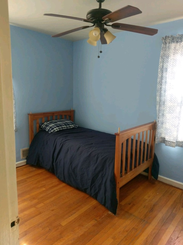 Twin beds. Can be converted into bunk beds 8fe5ba45-bf76-473c-a46b-404f015e1849
