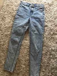 American Eagle acid wash jeans. Size 6. Worn twice  Kelowna, V1W