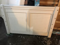 *Free* Two Cottage style white twin beds
