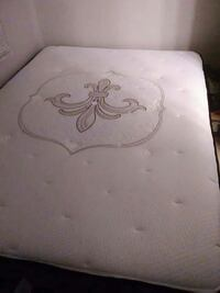 Sterns and foster queen mattress and boxspring