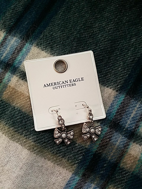 pair of American Eagle outfitters silver-colored earrings 7205d0f2-1db7-4e9f-a1c7-d0c65d6cb49c