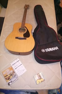 Guitare acoustique Yamaha dreadnought marron avec