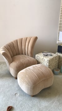 Chair and ottoman  Henderson, 89012