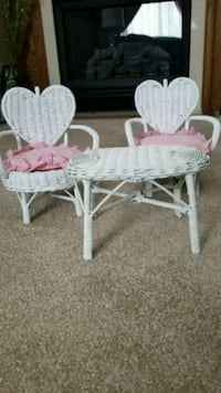 Doll/bear white wicker table and chair set.