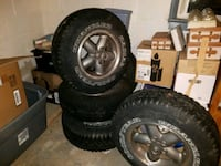 (5) jeep wrangler tires and rims.