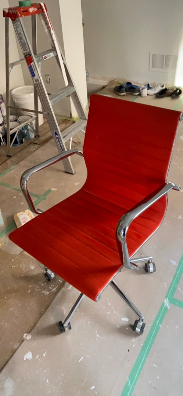 red rolling chair 294e26ca-7597-482d-bcd6-3e6ef0161089