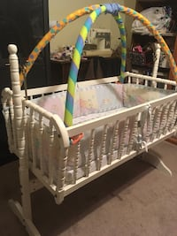 Very nice swing bassinet