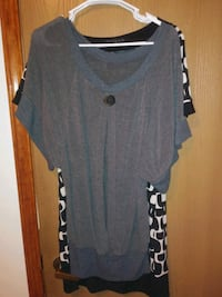 gray and black scoop-neck shirt San Angelo, 76905