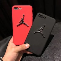To røde og sorte Air Jordan iPhone-tilfeller