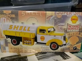 Diecast shell tanker truck . a sales sample rare item