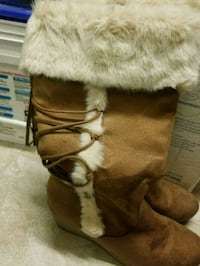 brown and white fur-lined boots Perris, 92571