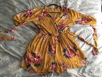 Yellow 3/4 sleeve floral romper Chicago, 60622