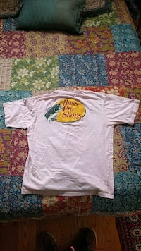 white and yellow crew-neck t-shirt Chevy Chase, 20815