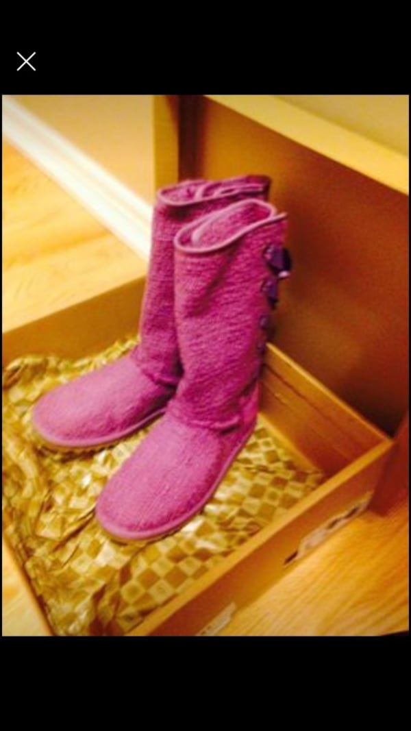 UGGS 8781995d-4f16-4bef-9645-abadc5561fd8