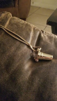 sterling silver chained necklace with pendant