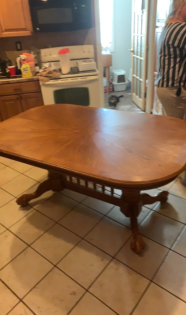 Kitchen table w/6 chairs and leaf