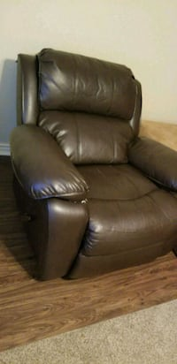 Brown leather Recliner Centerton, 72719