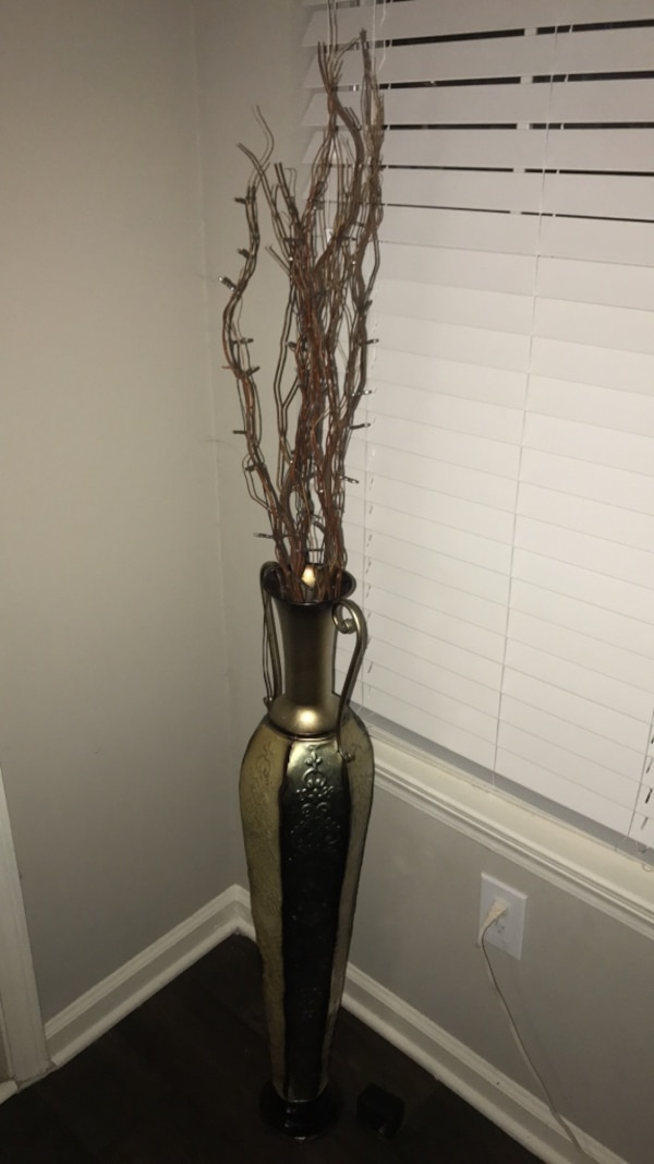 Decoartive Vase W Light Up Branches