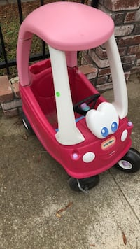 red and white Little Tikes cozy coupe Waterford, 95386