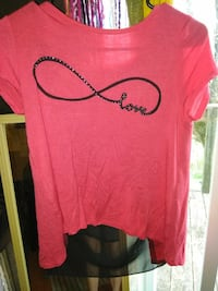 pink and black crew-neck t-shirt