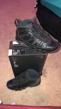 Pair of black air jordan basketball shoes Odessa, 79763