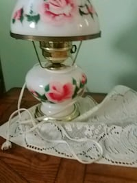 white and pink floral ceramic table lamp Mont Alto, 17237