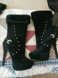 pair of black suede heeled boots New Market, 21774