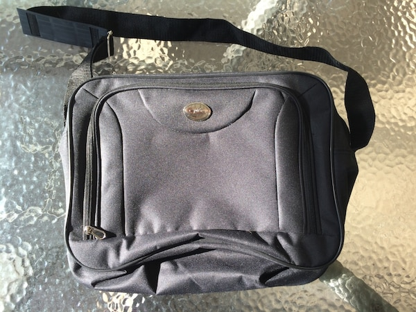 "Laptop carrier / bag (14x10"") Brand new"