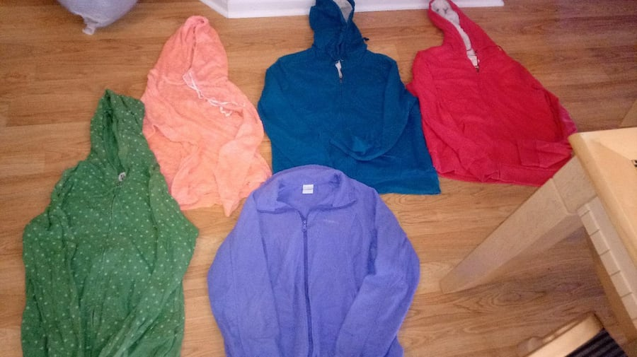 17 women's Size larage and xl jackets/ hoodies all 5e73770a-79f1-42e0-8442-43835128dca6