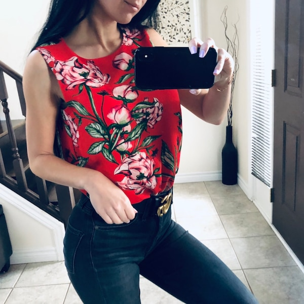 Bnwt red floral blouse size XS / S 5eabe36e-cc50-441e-a301-3c89441cab01