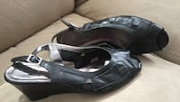 pair of black leather wedge sandals Coverdale, E1J