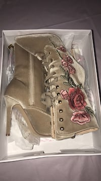 Nude color Rose boots size 7 Houston, 77073