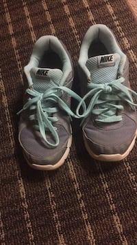 Pair of gray-and-black nike running shoes Annandale, 22003