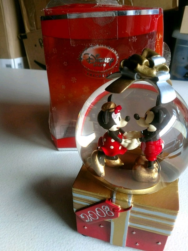 Mickey Minnie Mouse collectible globe 2008
