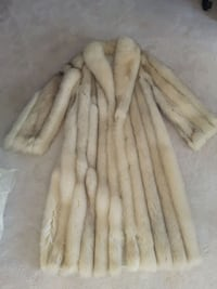 Full length fur coat silver fox. Mint condition. Size 9 10 was 2k Newmarket, L3Y 5R6