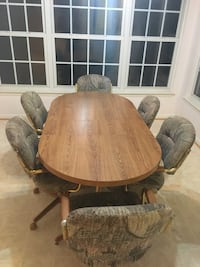 Dining table and 6 chairs Woodbridge, 22193