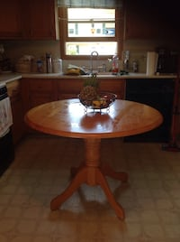 round brown wooden pedestal table East Providence, 02915