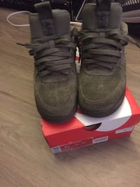 Pair of sued nike air max shoes with box Toronto, M1E 4J9