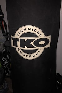 Heavy bag 175 pounds. Punching bag can come with the stand. London, N5W 2B5