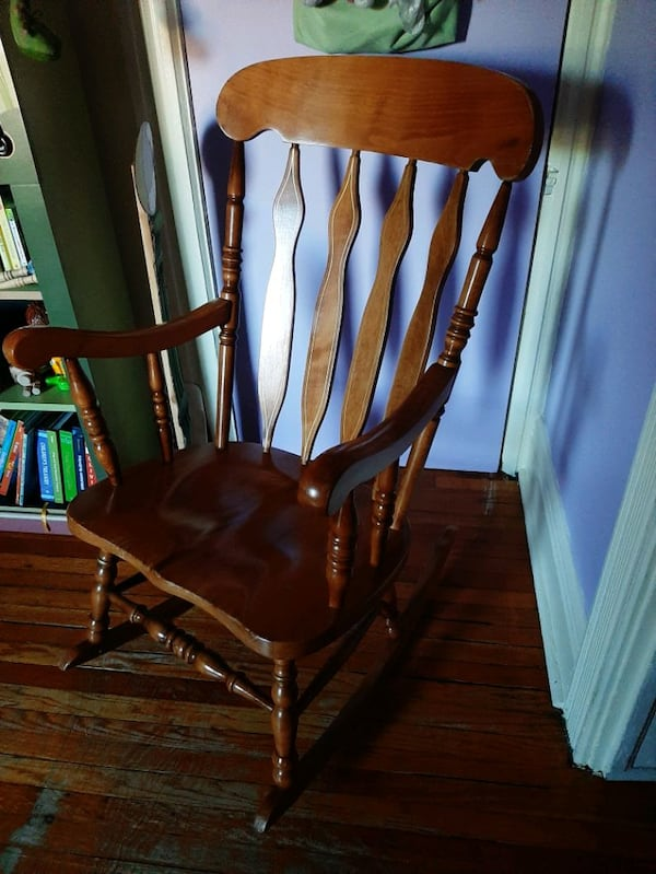 Solid wood rocking chair a58bb40f-8bbe-4e30-bec9-2fd4e6bf82c1