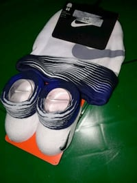 Nike infant sock booties and beenie 2391 mi