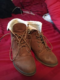 Pair of brown leather lace-up snow boots Winnipeg, R3W 0E4