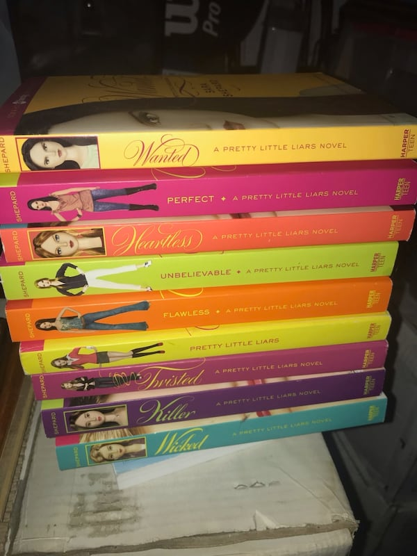 Brand new set of teen books - 9 in total - Pretty Little Liars 4149719c-fd22-4184-be9c-ce354481a125