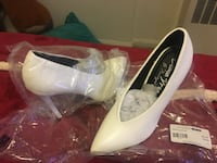 pair of white leather pumps Hyattsville, 20782