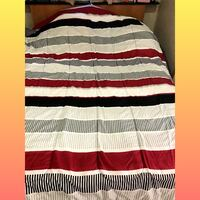 white, red, and black striped textile Вест-Ньяк, 10994